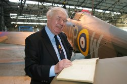 Wing-Commander-Bob-Foster-reunited-with-R4118-courtesy-of-Peter-Vacher